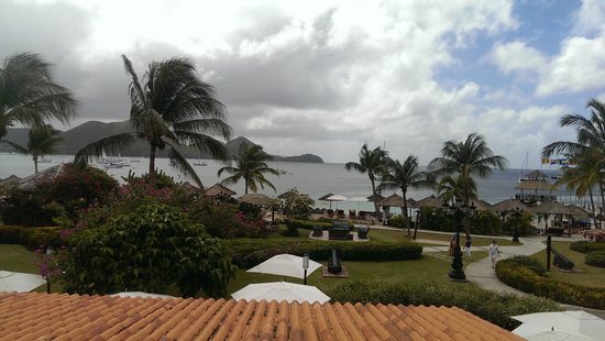 Sandals Grande St. Lucian Spa & Beach Resort: View from the archways at check in