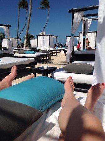 Presidential Suites A Lifestyle Holidays Vacation Resort : plenty of beach beds