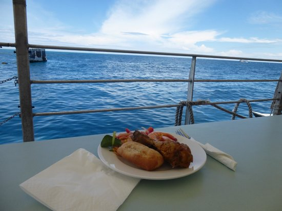 Agincourt Reef : lunch with a view