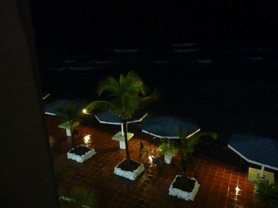 South Gap Hotel : At night