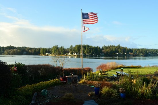 A Lighthouse on Hammersley Bed and Breakfast: High Winds President's Day Weekend