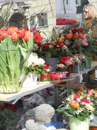 Guided City Tour of Lucerne: Farmers Market