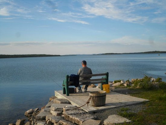 Batman's Cottages & Campground: Fishing & enjoying the view!