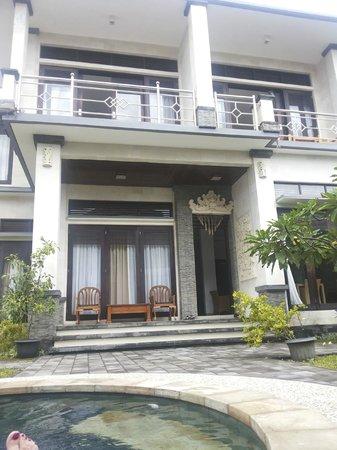 Villa Bintang Baru: Entrance into the villa