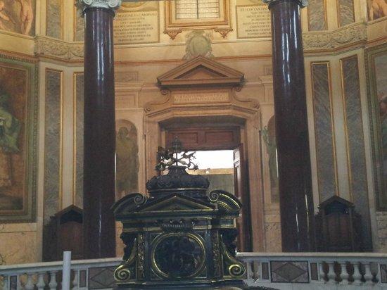 Battistero Lateranense: Vista de la puerta.
