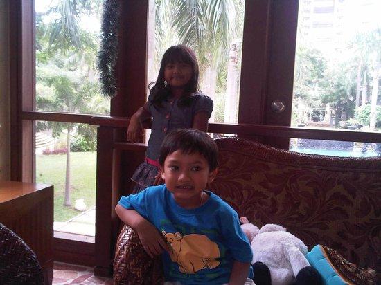 Novotel Surabaya Hotel and Suites : lobby
