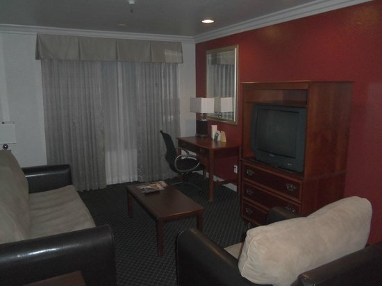 Alexis Park Resort : Living room area was nice