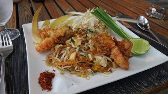Katiliya Mountain Resort & Spa: Delicious Pad Thai from the excellent restaurant.