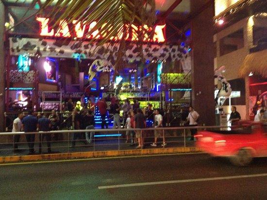 Avenida Kukulkan : Várias boates como o Lavaquita ficam na Kukulkan