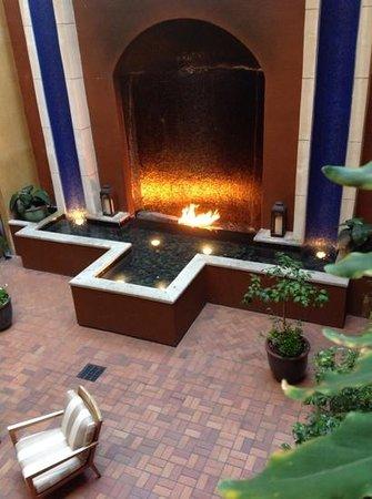 Hotel Valencia Riverwalk : Courtyard at the Valencia