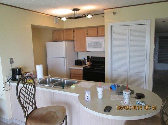 Ocean Pointe Suites at Key Largo: Kitchen