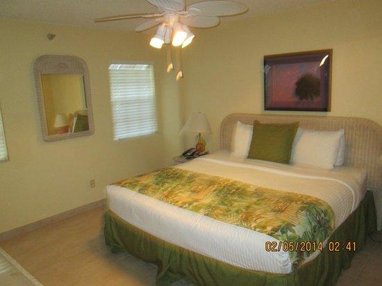 Ocean Pointe Suites at Key Largo: Master Bedroom