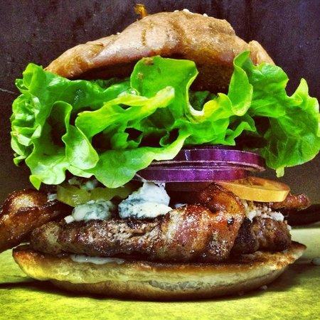 Sylvester's Burgers: Black N Blue
