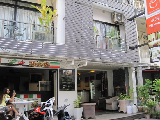Mecca Beach Front Hotel Patong Phuket: we love chillin' out in here in the morning