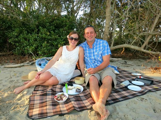 Noosa Dreamboats Classic Boat Cruises: Romantic fully catered private picnics on a secluded Noosa Sound beach