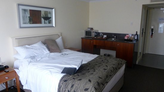 Rydges South Bank Brisbane: Sorry about the bed...that was my fault!!