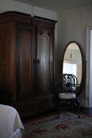 French House Bed and Breakfast: Lovely antique furniture and decore.