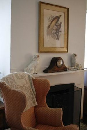 French House Bed and Breakfast : Comfortable sitting area in the bedroom.