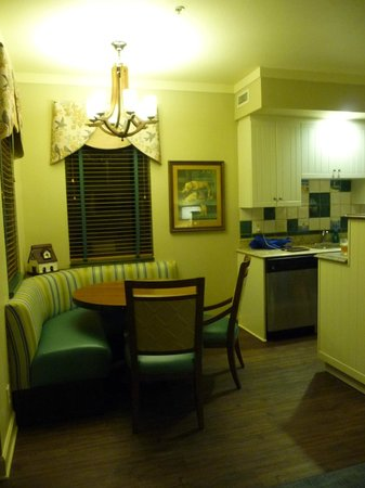 Disney's Hilton Head Island Resort : kitchen table