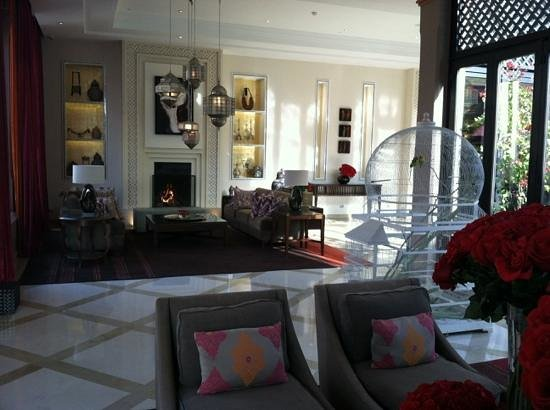 Four Seasons Resort Marrakech: lobby with fireplace