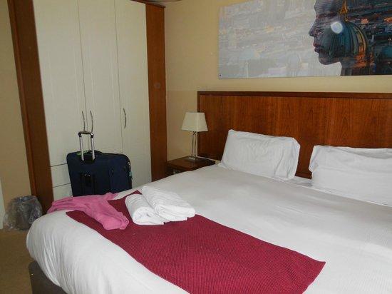 Staycity Aparthotels Saint Augustine St: Queen bed in Master