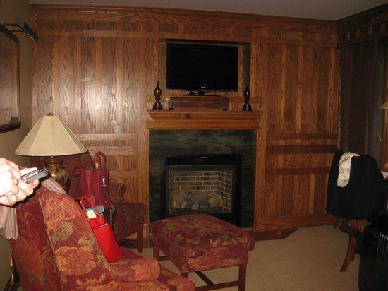 Chetola Resort at Blowing Rock: Gas Fireplace in Room #3