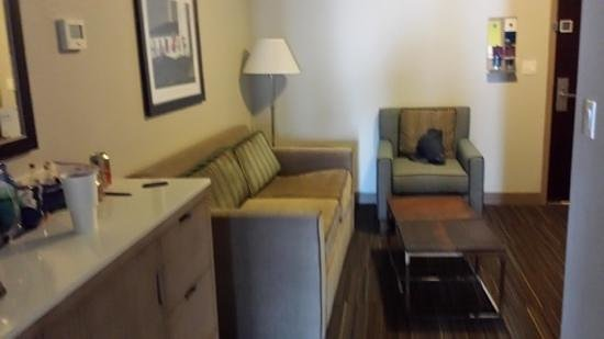 Four Points by Sheraton Jacksonville Beachfront: living rm