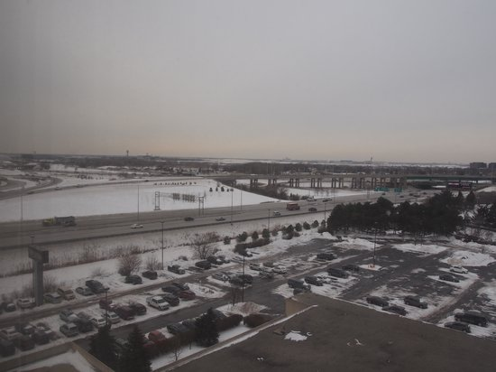 The Westin O'Hare: Parking Area behind the hotel!