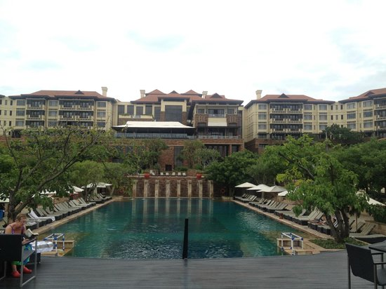 Fairmont Zimbali Resort : Pool View of the Resort