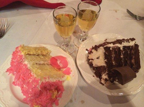 Madonna Inn : cake in the restaurant, :)