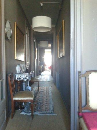 Casa de Billy Barcelona: El pasillo que lleva a la habitación