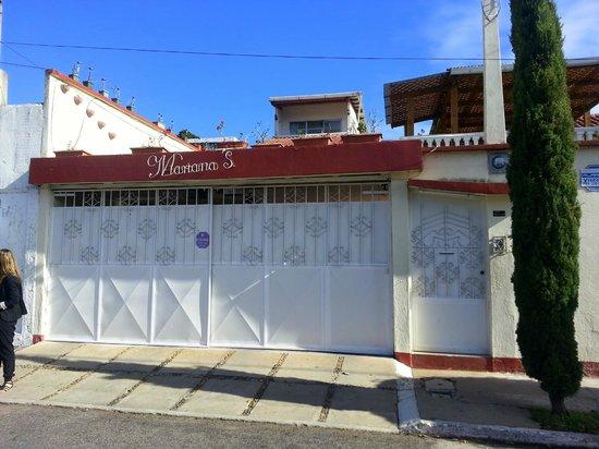 Mariana's Petit Hotel: Entrada