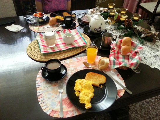 Mariana's Petit Hotel: Desayuno