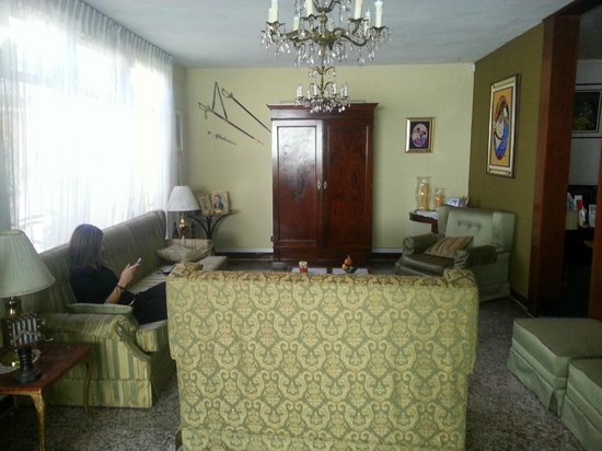 Mariana's Petit Hotel: Salón