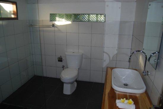 Pondok Anggrek Putih: Bathroom