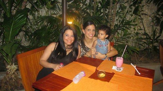 Howard Johnson Hotel Versalles Barranquilla: TERRAZA DEL RESTAURANTE