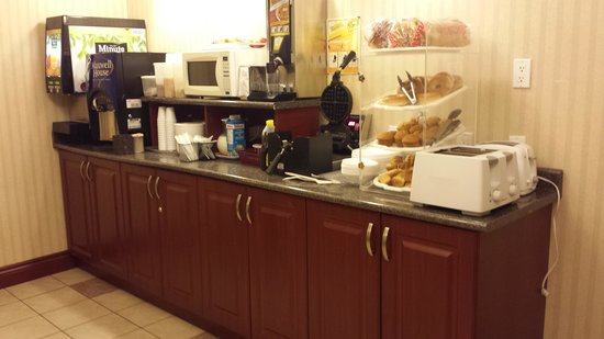 Days Inn Hamilton: Great waffles