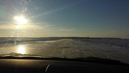 Seagull Bay Motel: ice road