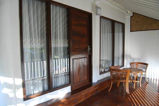 Pondok Anggrek Putih: Balcony