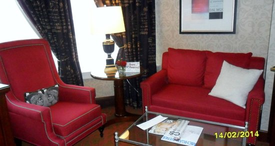 The Alise Chicago - A Staypineapple Hotel: Suite sitting area