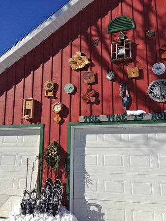Pretty River Valley Country Inn : The Time is Now Barn Art