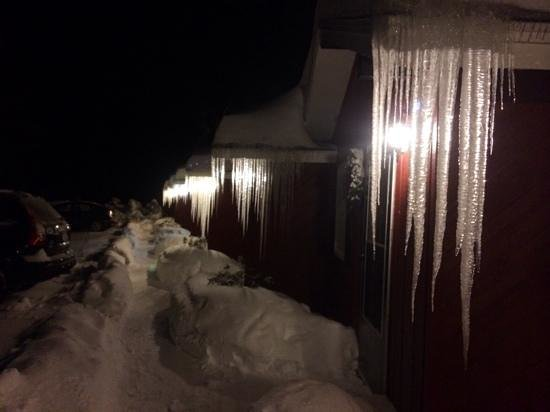 North Shire Lodge & Mountain View Pub: Icicles