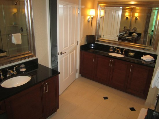 Signature at MGM Grand: What a master washroom - we were fooled