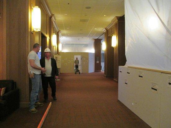 The Westin O'Hare: The lobby construction