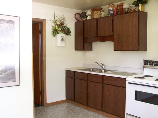 51 Kitchenette Motel: All rooms have a full size kitchen (is separate from the bedroom)