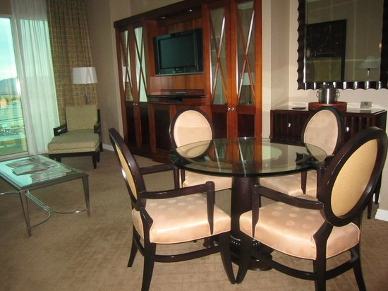 Signature at MGM Grand: Dining area, extra cabinetry for potential 3rd/4th guests