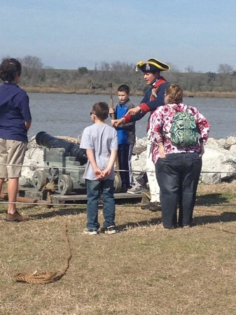 Old Fort Jackson : Kids demonstrating how to load camera.