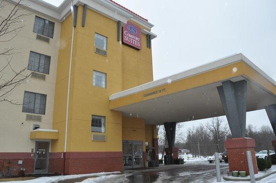 Comfort Suites Elizabethtown : Outside Hotel