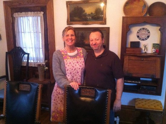 Casa Magnolia Bed & Breakfast: Lillabet and Jordy . . . wonderful hosts!