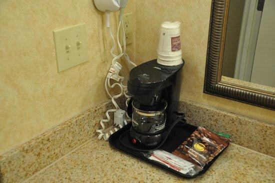 Comfort Suites Elizabethtown : Coffee Maker